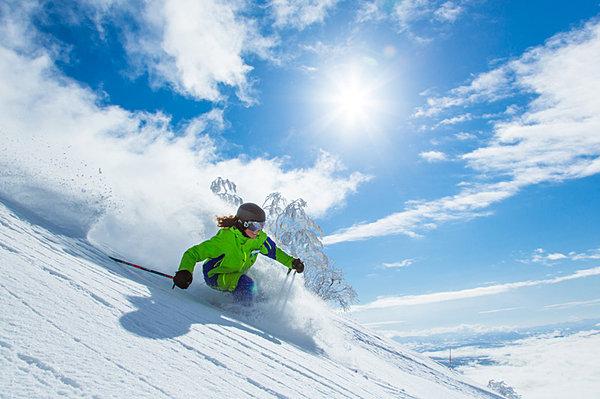 スキー&スノーボードシーズン到来。今冬の降雪予報をチェックして、初滑りに備…