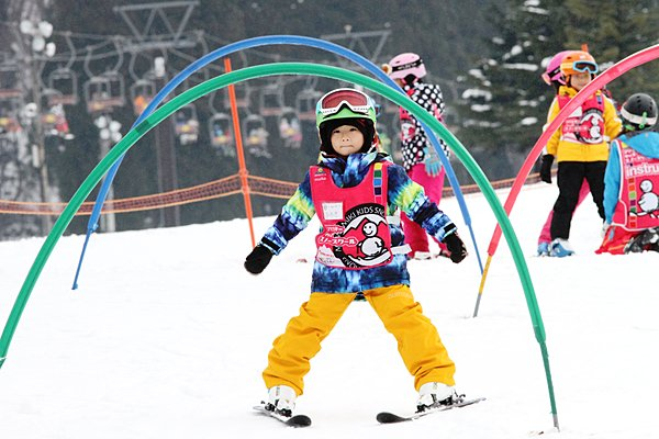キッズ専門のスキースクールも続々登場! スクールでスキー場を選ぶ