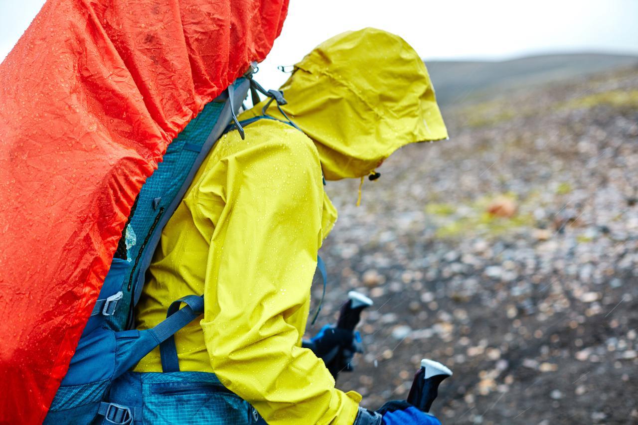【登山・ハイキング】天候変化しやすい山では必携!おすすめレインウエア4選!