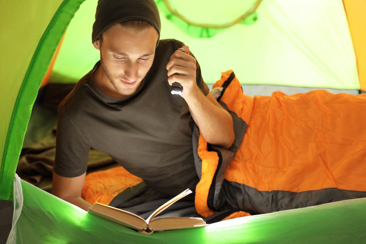 【コールマン・ロゴス・モンベルなど】人気ブランドの夏用寝袋おすすめ3選