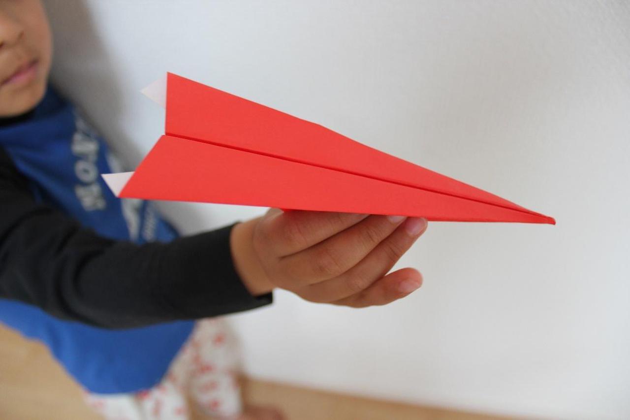 楽しく工夫して子供と一緒に「折り紙」遊び!おうち時間やキャンプにも最適!箱・飛行機・釣りetc...