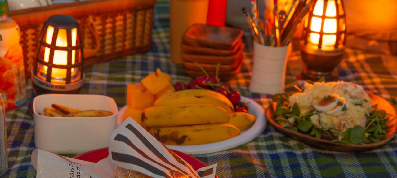 【東京近郊】今夜は外で夕ご飯! 癒しの夜ピクニックの楽しみ方&おすすめスポット5選