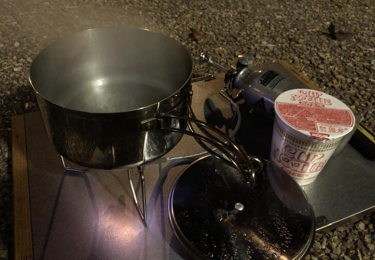 画像: 筆者撮影 寒く風も強かった日ですが、無事にお湯も沸きラーメンを食べることができました。