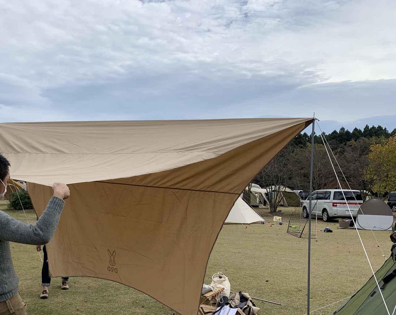 画像: 筆者撮影 この右のポールがテント用のキャノピーポール。すでに少ししなっている