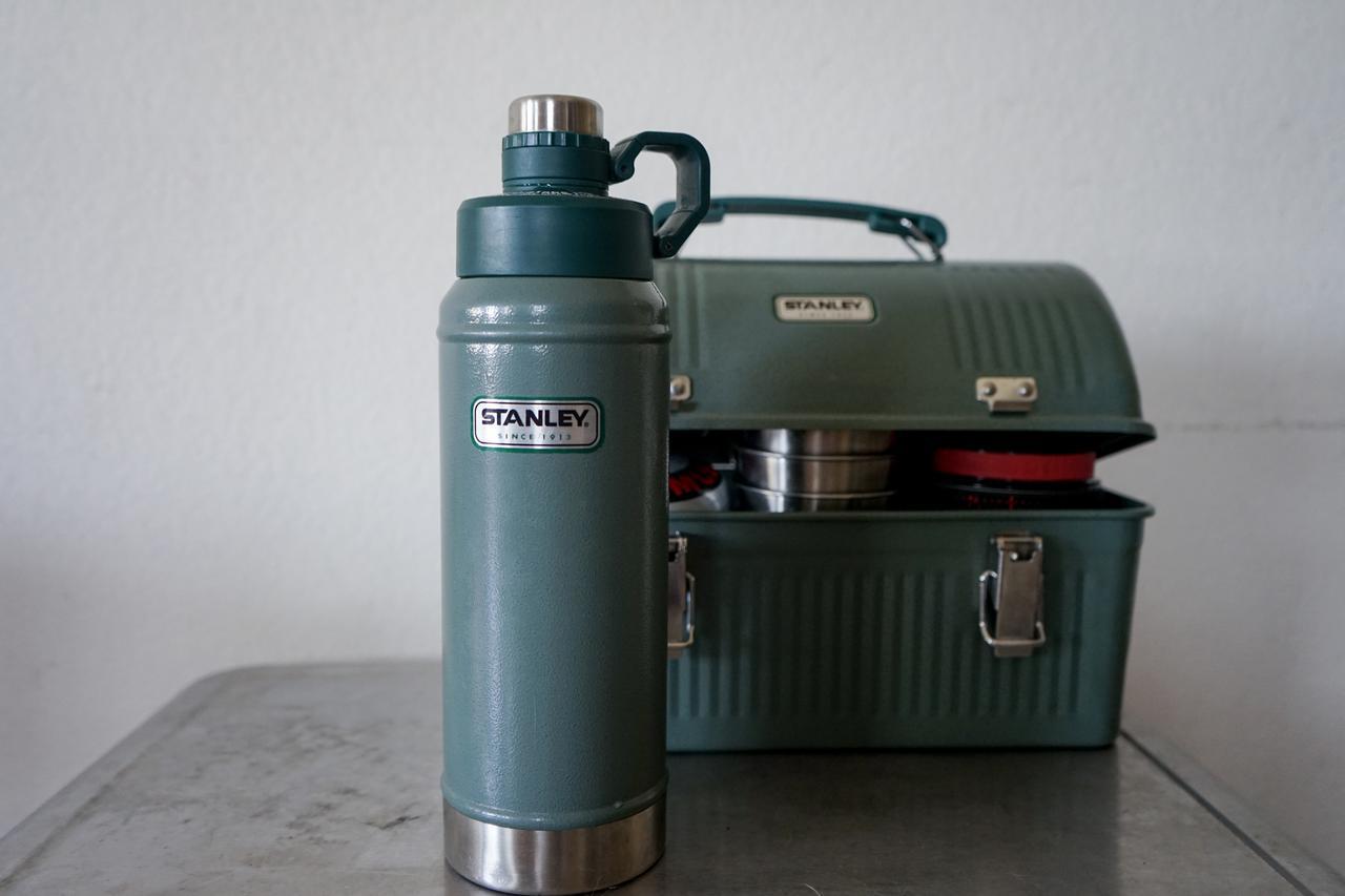 【筆者愛用】Stanley(スタンレー)のクラシック真空ウォーターボトルは家では魔法瓶代わりになって便利!家でもキャンプギアを使いこなそう!