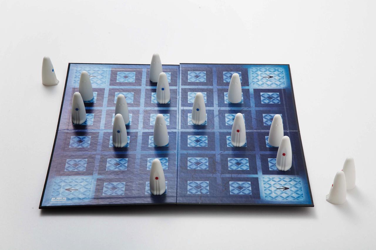 雨キャンプでもスペシャルな遊びを! 大人も子どもも白熱のアナログゲームの名作をご紹介
