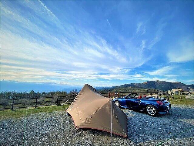 「オープンカーでソロキャンプ」のすすめ!自然を肌で感じられてバイクと車の良いとこ取り!