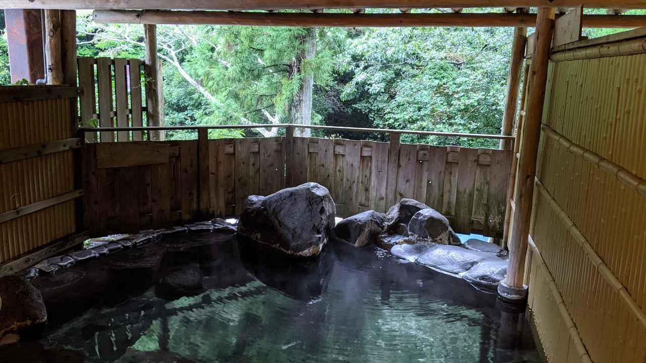 画像: 筆者撮影 キャンプ場内に併設された露天風呂